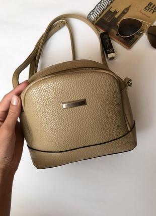 Зручна і вмістка сумка через плече