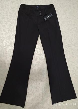 Классические брюки dept со стрелками слегка расклешенные