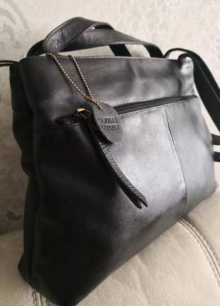 Удобная вместительная кожаная сумка mia
