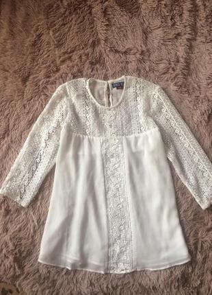 Красивая блузка с кружевом