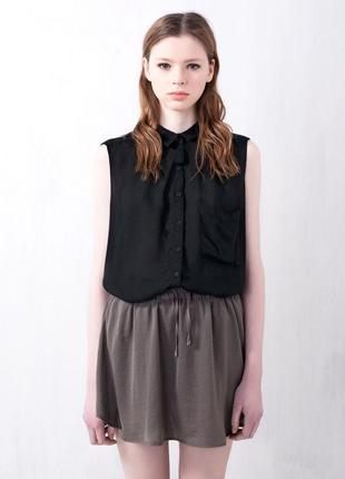 Новый топ черный рубашка без рукава блузка воротником карманом черная разрезами разрезом