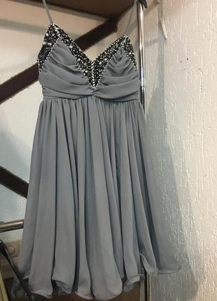 Серое коктейльное платье french connection с вышивкой бусинами и бисером