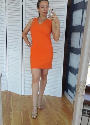 Платье морковно-оранжевого цвета