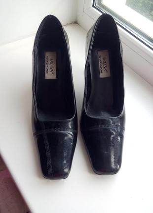 Туфли женские черные на удобном каблуке