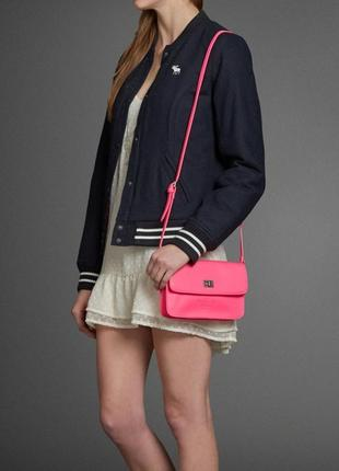 Розовая сумка abercrombie & fitch