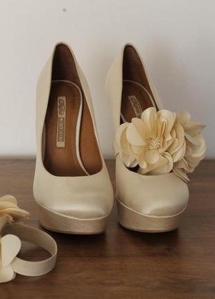 Туфли со съемными цветками buffalo