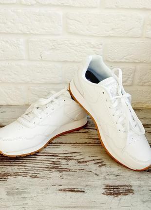 Классические белые кроссовки reebok
