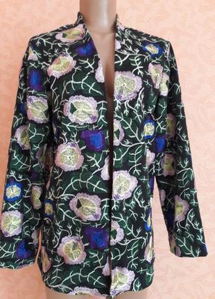 Локаничный блейзер жакет с красивой вышивкой с натуральной ткани