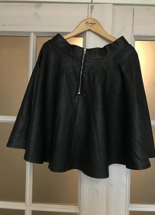 Кожаная черная юбка клёш