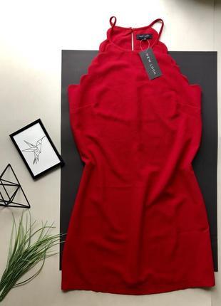 Свободное красное марсаловое платья свободного кроя миди