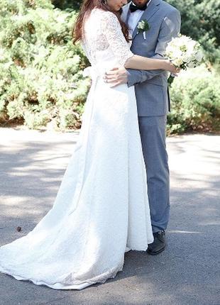 Шикарное свадебное платье с кружева, гипюра, атласа