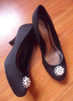 Вишукані туфельки фірми shoe box 38р на середню повноту