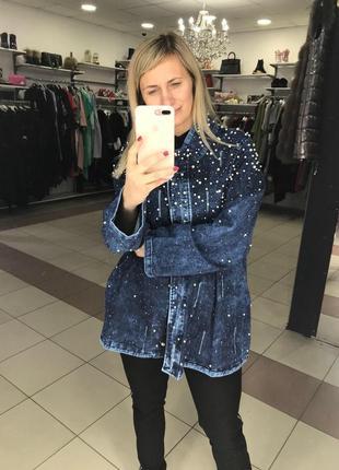 Джинсовая куртка с жемчугом