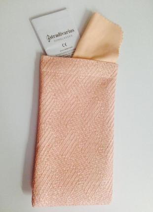 Розовый чехол для очков stradivarius