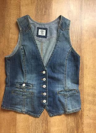 Женская джинсовая жилетка/жакет  размер m/l