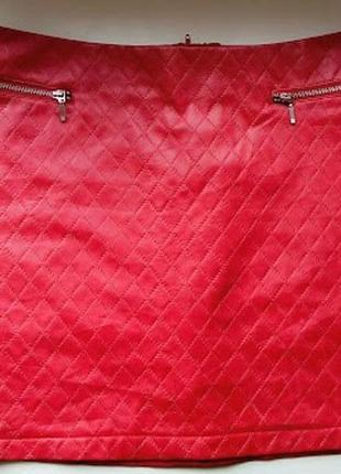 Красная кожаная стеганая мини юбка под кожу короткая с замками atmosphere