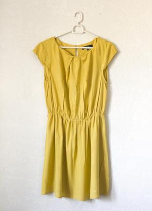 Легкое летнее платье горчичного цвета