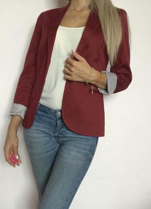 Пиджак цвета марсала