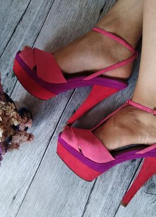 Яркие летние босоножки, туфли от zara