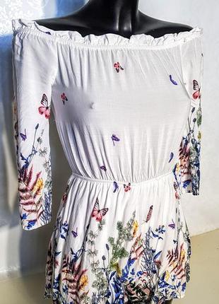 Клевый романтичный ромпер комбез с шортамис спущенными плечами в цветах