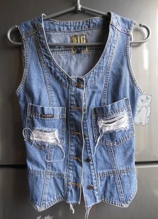 Джинсовая жилетка с разрезами под levis, джинсовая жилетка с потертостями ретро джинсовка
