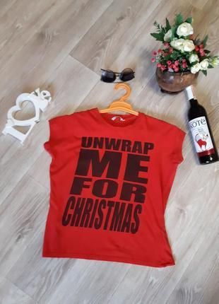 Красная футболка с надписями, футболка с принтом