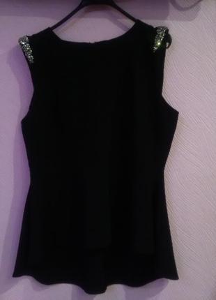 Шикарнейшая блуза с баской,украшена стразами neu look