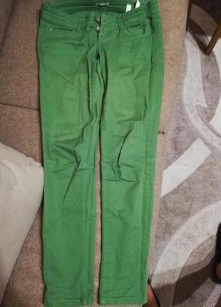 Зелёные повседневные брюки