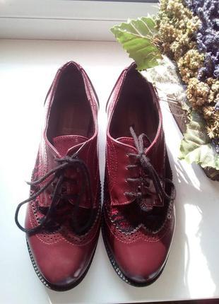 Оксфорды - туфли с гипюровым кружевом.