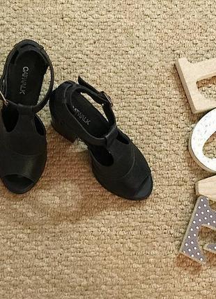 Кожаные боссоножки с замочками на толстом каблуке
