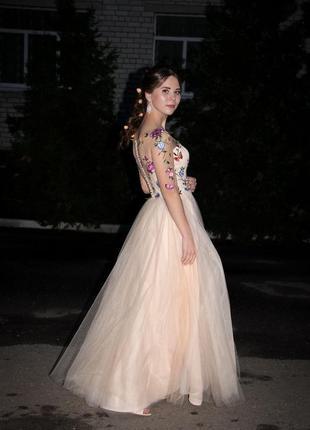 Очень красивое и нежное платьедля выпускного и фото