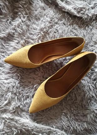 Дизайнерские блестящие туфли