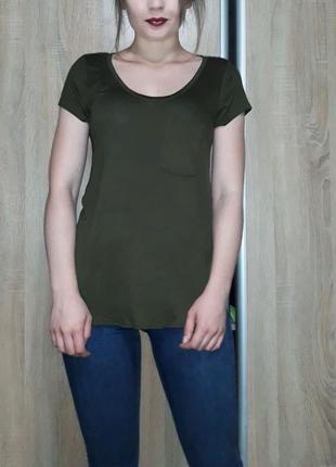 Классная футболка хаки с карманчиком и круглыми вырезами