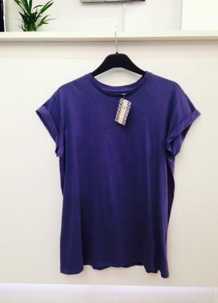 Натуральная темно-синяя футболка оверсайз с подвернутыми рукавами alcott