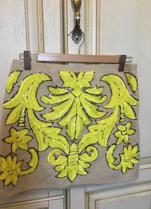 Яркая юбка, расшитая желтыми паетками lucy wang на новый год