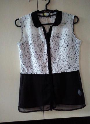 Кружевная блуза со вставками из сетки