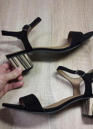 Базовые босоножки на среднем каблуке 40