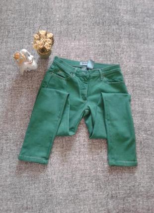 Актуальные джинсы слимы зеленого цвета/размер m-наш 44-48 от бренда john baner