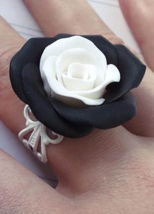 Набор кольцо и серьги черно-белые розы
