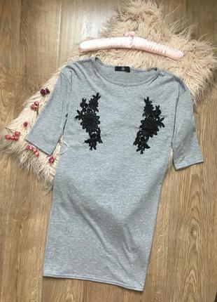 Серое платье футболка с цветочными вставками m-l missguided