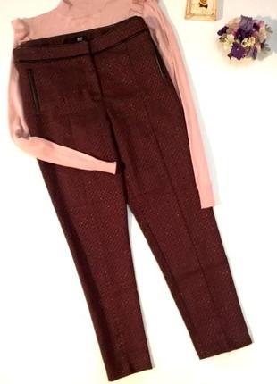 Бордовые брюки дудочки выше щиколотки деловой стиль