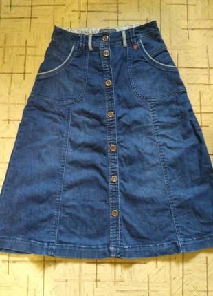 Джинсовая юбка миди на пуговицах с карманами