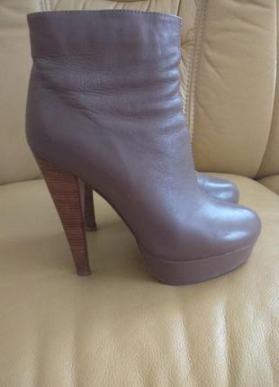 Кожаные ботинки италийского бренда