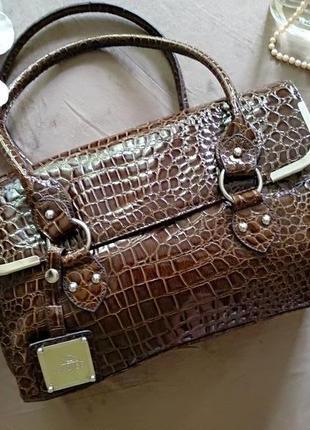Женская сумка итальянского бренда carpisa, на коротких ручках, под крокодила