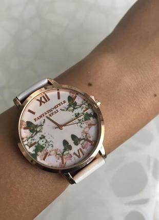 Женские красивые часы lvpai с ремешком из кожзама белые с цветами