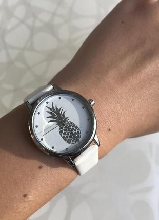 Женские красивые часы с ананасом ремешок из кожзама белые