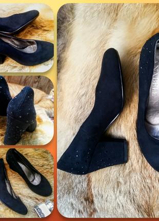 Замшевые черные туфли на каблуке