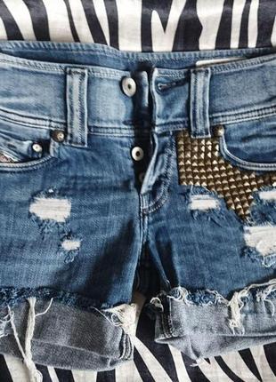 Модные джинсовые шорты с заклепками hand made