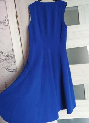 Стильное синее платье со шлейфом