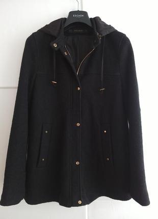 Стильная куртка zara с капюшоном